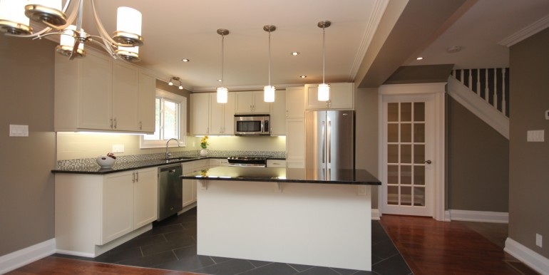 898-Broadview-kitchen
