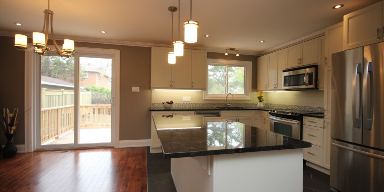 898-Broadview-kitchen-dining