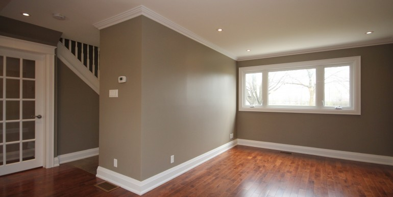 898-Broadview-living-room