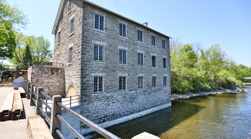 5550 DICKINSON ST, MANOTICK, OTTAWA - OLD MILL